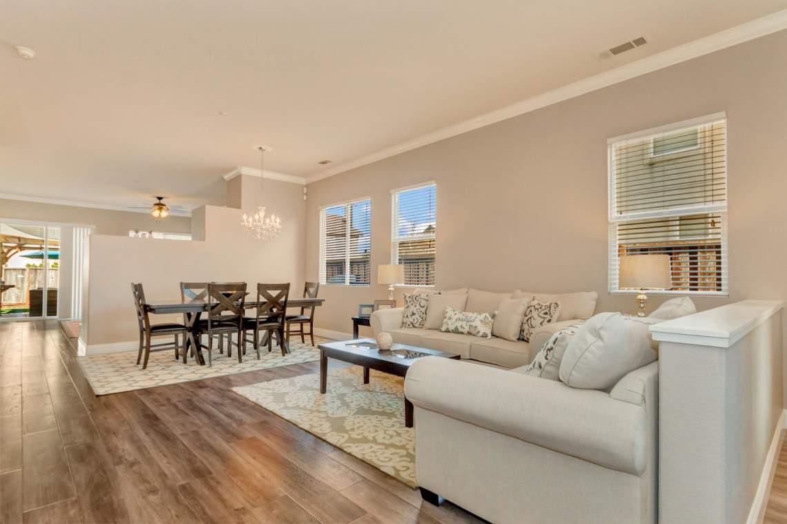 6 Blue Elder Ct American-large-004-11-Living Room 2a-1500x1000-72dpi