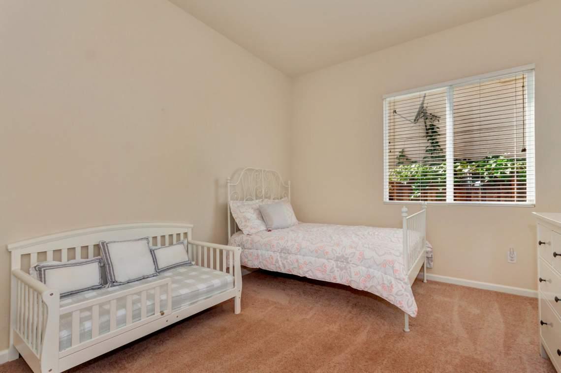 6 Blue Elder Ct American-large-023-18-Bedroom 3a-1500x1000-72dpi