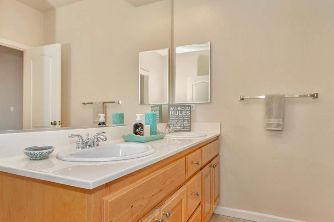 6 Blue Elder Ct American-large-025-20-Bathroom 1a-1500x999-72dpi